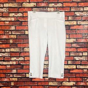 Size 14 Briggs White Capri Pants